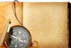 Enig gouden kompas Stock Afbeelding