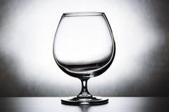 Enig leeg cognacglas stock foto