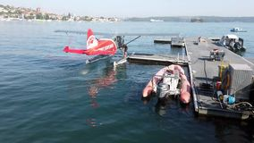 Enig motor overzees vliegtuig op Sydney Harbour, Australië stock video