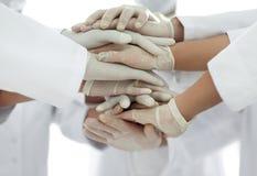 Eniga händer av slutet för medicinskt lag upp Arkivbild