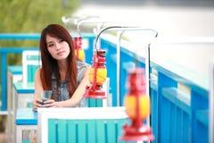 Enige Aziatische jonge vrouw royalty-vrije stock afbeeldingen