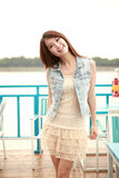 Enige Aziatische jonge vrouw Stock Fotografie