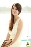 Enige Aziatische jonge vrouw Stock Foto's