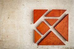 Enigma de madeira do tangram fotografia de stock royalty free