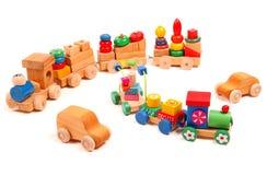 Enigma de madeira dos trens e dos carros com treinadores Fotografia de Stock Royalty Free