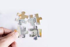Enigma de serra de vaivém com imagem de cem cédulas do dólar Foto de Stock Royalty Free