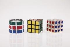 Enigma diferente do cubo da cor três com trajeto de grampeamento Imagem de Stock