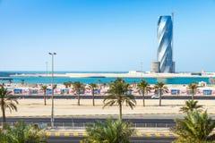 Enigt torn under konstruktion i den Manama staden Royaltyfri Foto