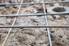Enjeu dans le trou au sol avec la structure métallique Photos stock