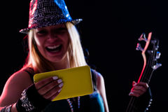 Enjoing ζωντανή μουσική γυναικών όπως ήταν εκεί Στοκ Εικόνα