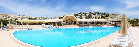 enjoing他们的假期的游人在豪华旅馆里 免版税库存图片