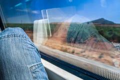 Enjoing la vista della natura spagnola da un treno ad alta velocità Fotografie Stock Libere da Diritti