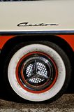 Enjoliveur et pneu de Ford Fairlane Custom 500 Photos libres de droits