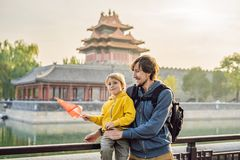 Free Enjoying Vacation In China. Happy Family With National Chinese Flag In Forbidden City. Travel To China With Kids Concept Royalty Free Stock Photos - 139042298