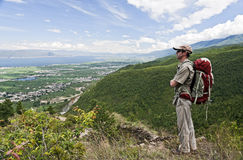 Enjoying the Views. A backpacker takes in the expansive view of Erhai Lake and the surrounding valley in China's southern Yunnan Province Stock Photos