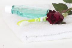 Enjuague y cepillo de dientes para la atención sanitaria Imagenes de archivo