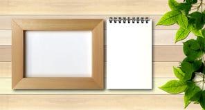 Enkel fotoram på wood bakgrund Royaltyfria Foton