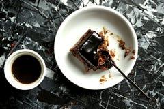 Enkel frukost med kaffe- och chokladkakan Arkivbilder