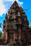 Enkel inre bilaga i den Banteay Srey templet, Cambodja Arkivfoto