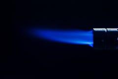 Enkel intensiv gasstrålflamma av den industriella gas-gasbrännaren Royaltyfri Fotografi