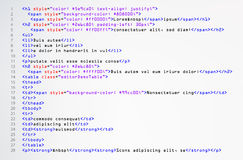 Enkel kodvektor för HTML Färgrika abstrakta programetiketter i bäraresikt Skärm av kulör tänd syntax av skriften för källkod Arkivfoto