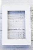 Enkel lantlig vit ram och texturerad bakgrund Arkivbild