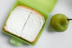 Enkel lunch i grön lunchbox, över huvudet sikt Royaltyfria Bilder