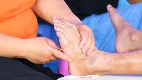 Enkel massagefot av Thailand stock video