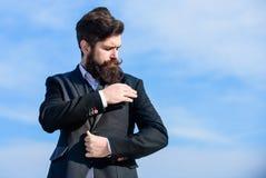 Enkel net Mensen formeel kostuum het aanpassen jasje Mannelijke manier formele menswear Onberispelijke uitrusting Modetrend Kerel stock afbeeldingen