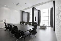 Enkel och stilfull kontorsmiljö royaltyfria foton