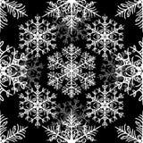 Enkel sömlös modell med snöflingor på svart bakgrund stock illustrationer