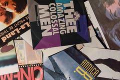 Enkel samling för tappning av filmstjärnor och den berömda konstnären i 1990en: s arkivfoton