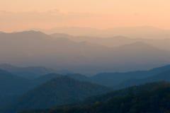 enkel solnedgång för berg Royaltyfri Bild