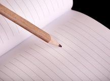 Enkel träblyertspenna och notepad Arkivfoto