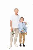 Enkel und Großvater mit Tennisausrüstung stockfotografie