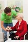 Enkel und seine Großmutter lizenzfreies stockfoto
