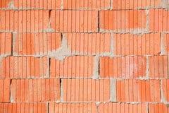 Enkel vägg för röd tegelsten med mortel som är användbar som textur Fotografering för Bildbyråer