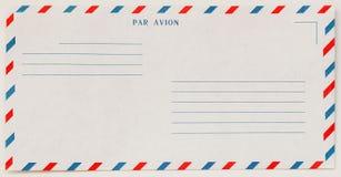 Enkel vit flygpostkuvertframdel, för bakgrund paper textur Med stället din text Begrepp av post- utveckling arkivbild