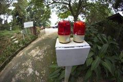 Enkelriktad apparat för spårvägkommunikation genom att använda röda signallightings arkivfoton