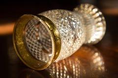 Enkelt exponeringsglas på trätabellen royaltyfria foton