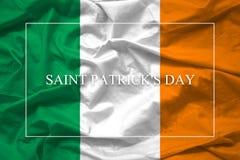 Enkelt lycklig logotyp för dag för St Patrick ` s på Irland flaggabackgr Arkivbilder