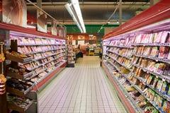 Enkelt marknadssupermarketinre Arkivbilder