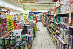Enkelt marknadssupermarketinre Arkivbild
