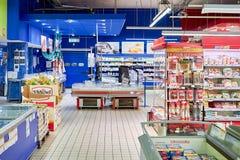 Enkelt marknadssupermarketinre Arkivfoto