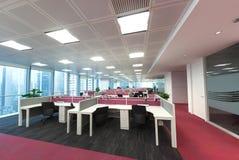 Enkelt och stilfullt arbetsställe för affärskontor Arkivbild