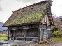 Enkelt Shirakawago lantgårdhus Japan Royaltyfria Foton