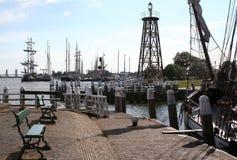Enkhuizen, историческая Марина заполненная с парусными суднами Стоковое Фото