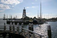 Enkhuizen, историческая Марина заполненная с парусными суднами Стоковая Фотография