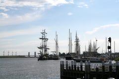 Enkhuizen, историческая Марина заполненная с парусными суднами Стоковые Изображения RF
