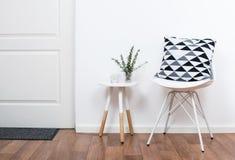 Enkla dekorobjekt, minimalist vit inre Royaltyfri Bild
